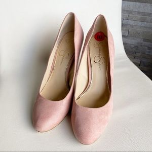 Chunk heel pink close toed 10 round shoe suede
